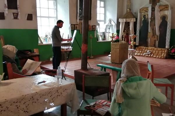 Художники Малинина, Зорин и Колодяжная рисуют в храме Спаса